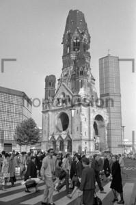 Kaiser-Wilhelm-Gedächtniskirche Berlin 1969 | Kaiser Wilhelm Memorial Church 1969