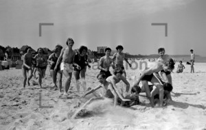 Badespaß am Strand | Young persons at the beach