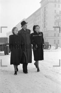 Unterwegs auf Stalinallee Block E Ostberlin 1952