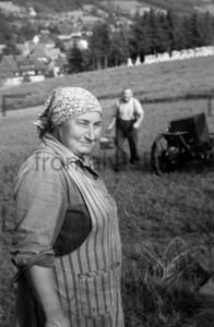 Baeuerin Bauer auf dem Feld | Countrywoman on a field