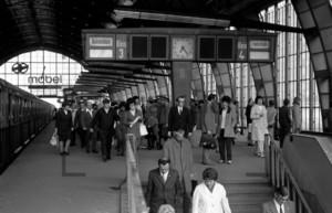 S-Bhf Berlin Alexanderplatz Bahnsteig 1973 | suburban metro railway Berlin Alexanderplatz Bahnsteig 1973