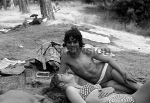 Junge Leute im Strandbad   Young people at a lido