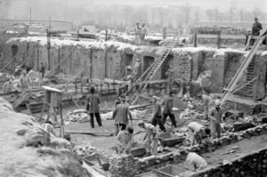 Bauarbeiter im Winter Stalinallee Berlin