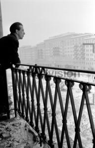 Blick vom Balkon auf Block E Südseite Stalinallee Berlin Winter 1951