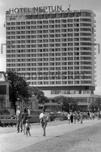 Promenade Warnemuende mit Hotel Neptun 1971