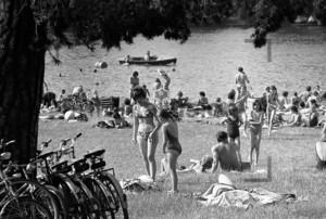 Erholung im Strandbad 1973   Relaxing in a lido 1973
