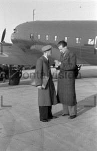 Airport Berlin 1949: A delegation comes back