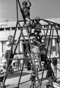 Klettergeruest Kindergarten DDR 1973 | monkey bar in a Kindergarten GDR 1973