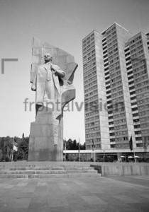 Waldimir Lenin statue in Ostberlin | Vladimir Lenin statue in East Berlin