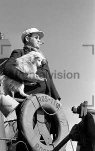 Matrose mit Hund | Fishing boat Baltic Sea