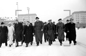 Architekten der Stalinallee beim Einzug 1953
