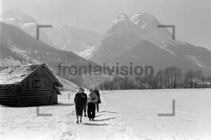 Winterspaziergang Panorama Alpspitze Waxenstein Grainau 1956