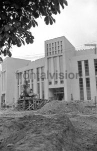 Deutsche Sporthalle Ostberlin 1952 | Build up Sportarea in East Berlin.