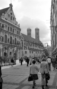 München 1974 Neuhauser Straße und Frauenkirche