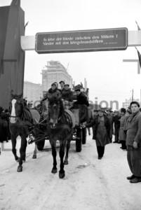 Einzug Gebäude Stalinallee Januar 1953