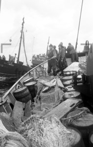 Fischkutter im Hafen for dem Fang | Fishing boat Baltic Sea