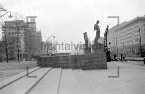 Statuen Deutsche Sporthalle Stalinallee Berlin 1953