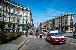 Peloton - Start in Milano: Giro d´Italia Donne 2021 – 5. Stage