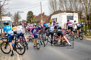 Crash: Gent - Wevelgem 2021 - Women