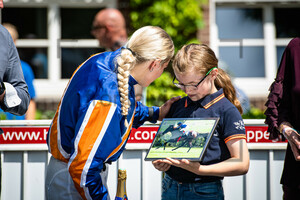 ENGELS Lilli Marie: Hoppegarten - Renntag des Berliner Sports